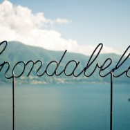 A steel sign overlooking a lake, it reads spondabella