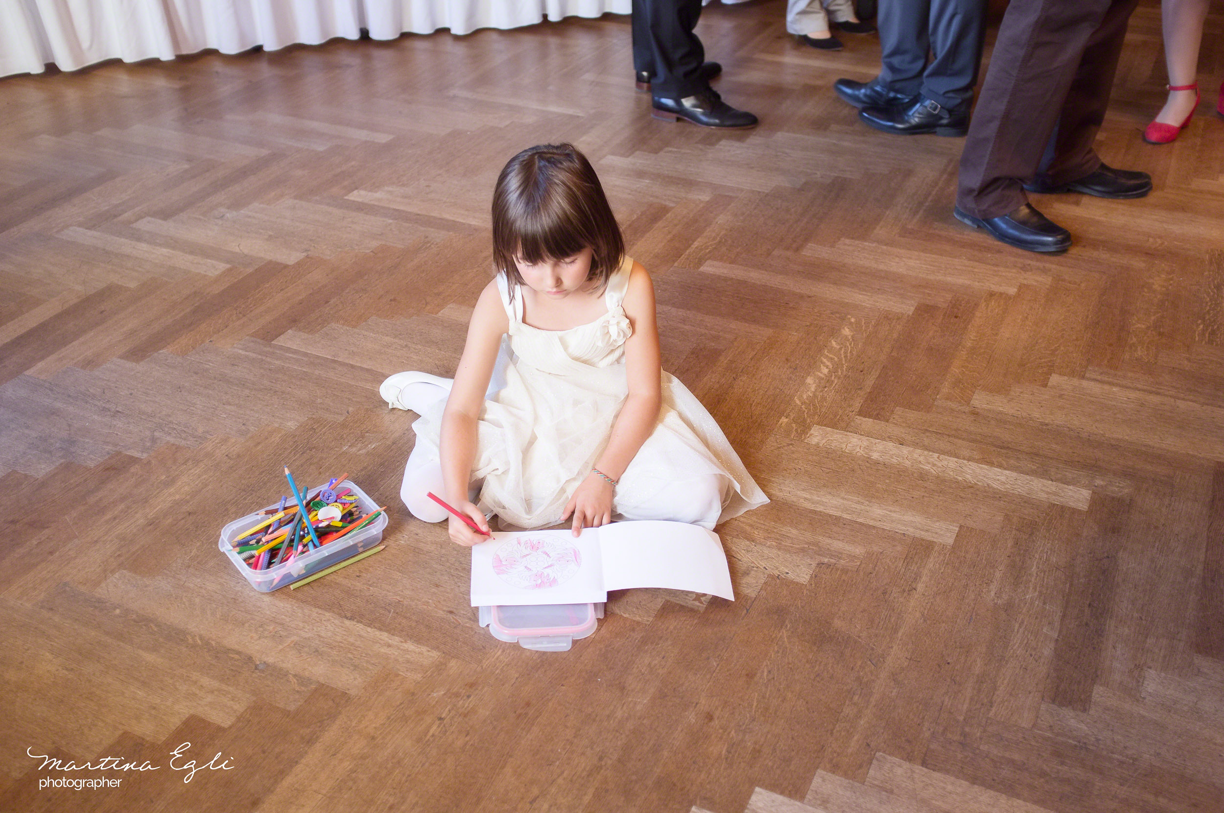 A young wedding guest amuses her self at the reception