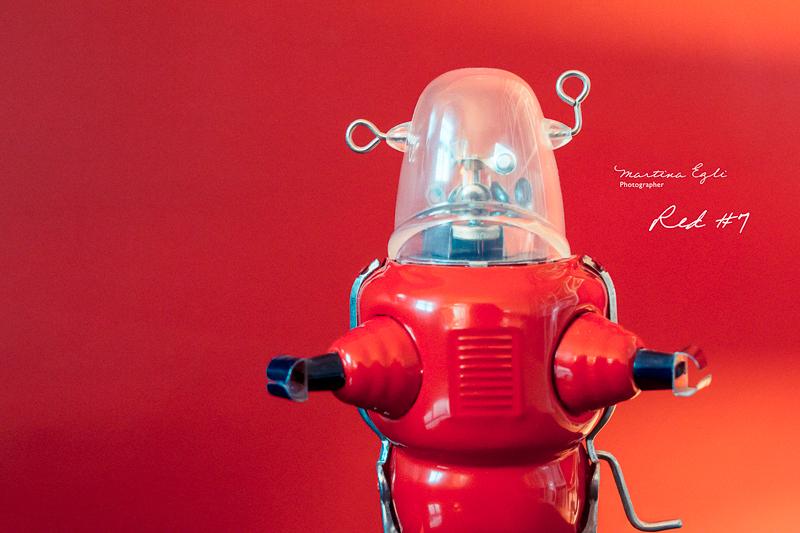 A red tin robot.