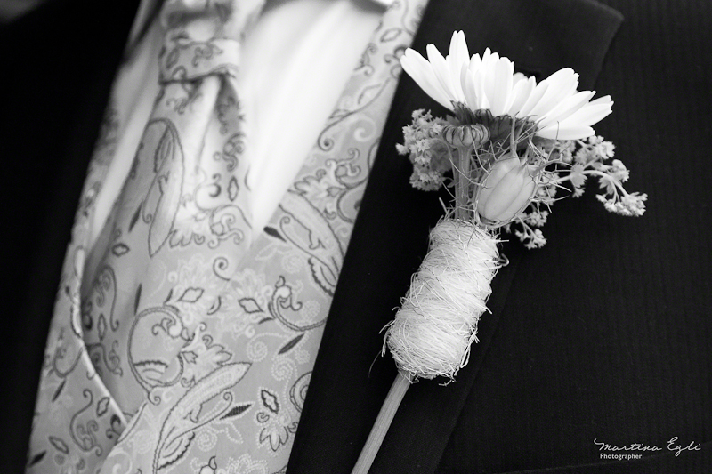 The buttonhole of the groom.